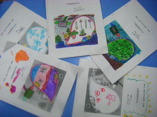 同学们设计染色的作业封面